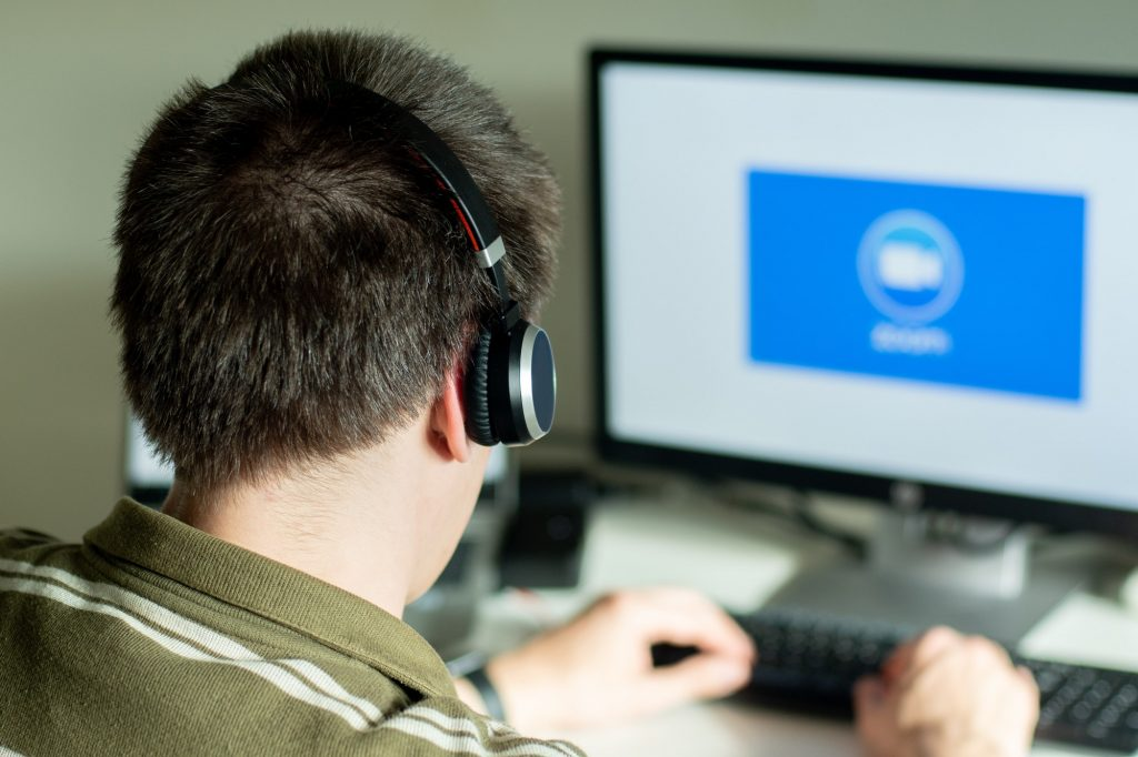 Utilizar auriculares Bluetooth en Zoom